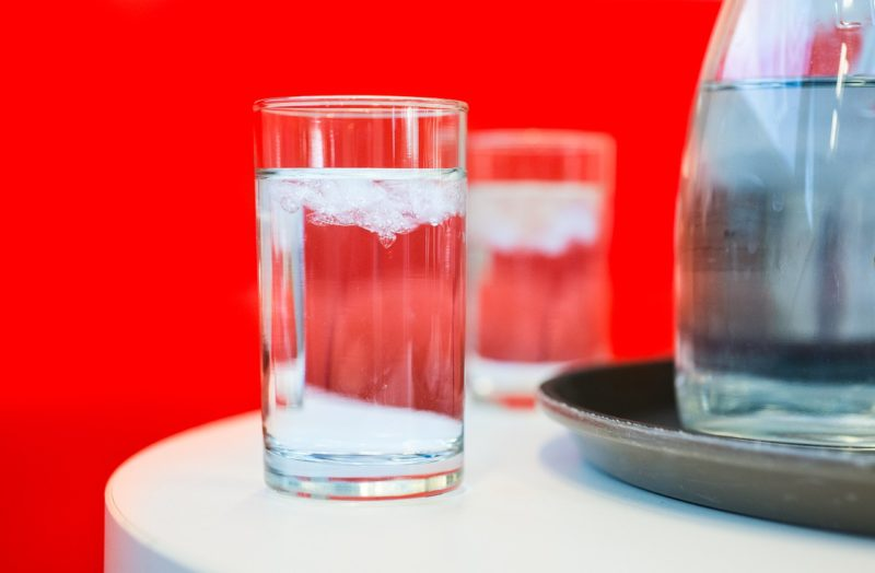 כוסות עם מים