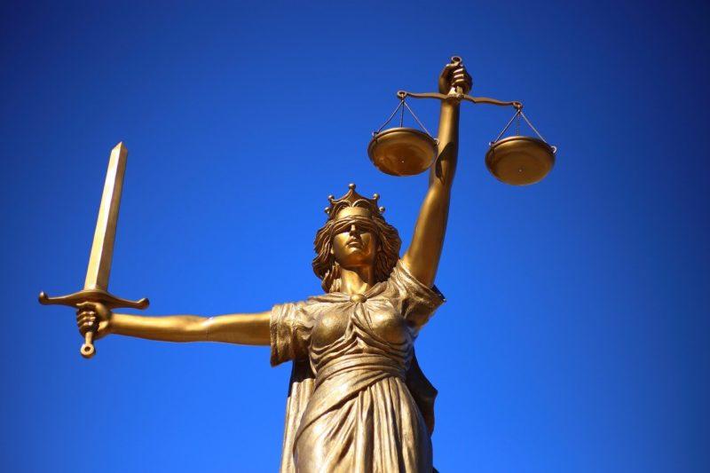 פסל משפטי מזהב